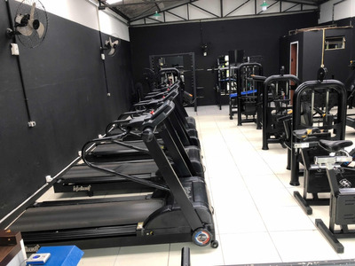 Vendo Academia De Musculação