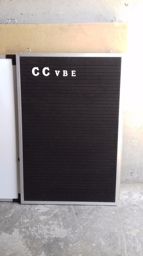 Pizarrón Ranurado Negro 40 X 60 Con 960 Letras Blancas D 2cm