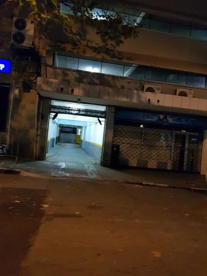 Alquilo Cochera Calle Quijano Entre 18 Y San José.
