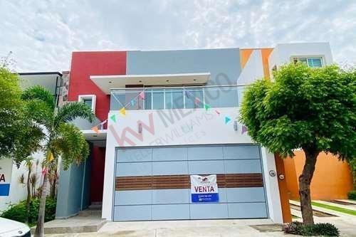 Casa En Venta En Fracc Real Santa Barbara! Increible Oportunidad En Una De Las Mejores Zonas De Colima