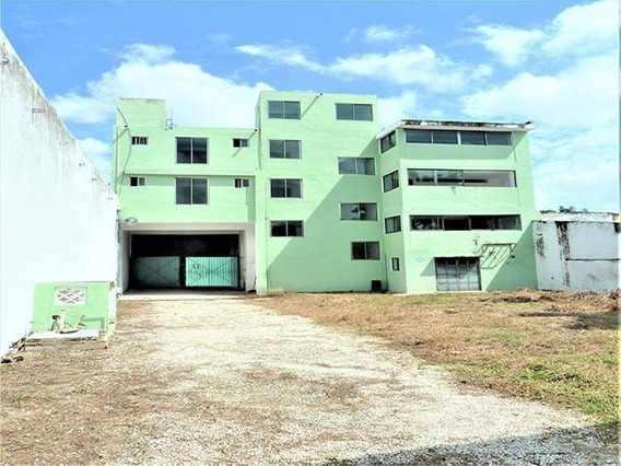 Edificio Comercial -oficinas-hotel - Escuela En El Centro