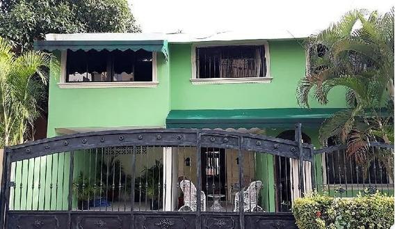 Casa En Venta En La Avenida Independencia - Pvc-035-09-19