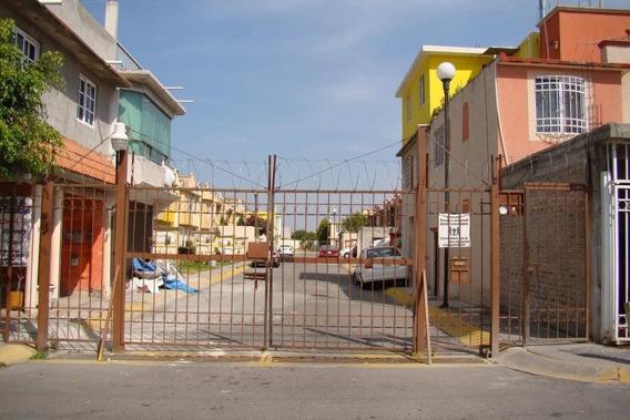 Casa En Venta En Calle José De San Martín Circuito 10, Fracc. Las Américas.