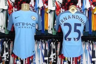 Manchester City 2016 Camisa Titular Tamanho M # 25 Fernandinho.