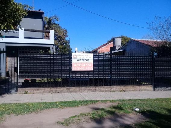 Casa En 2 Plantas De 4 Ambientes Con Pileta Jardin Y Garage
