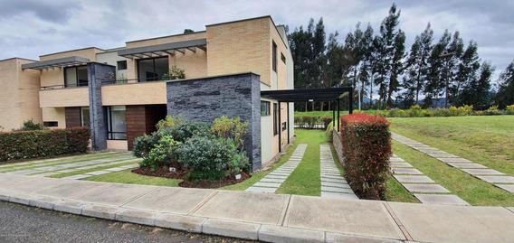 Casa A Estrenar En Venta Los Robles , Bogotá