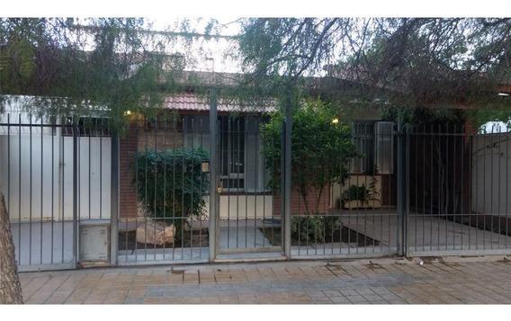 Casa En El Bº Residencial, Desamparados, Capital