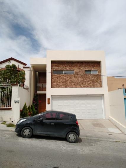 Casa En Fraccionamiento Privado Con Amplios Espacios E Iluminada.