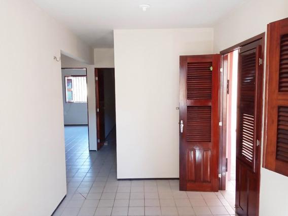 Casa Com 2 Quartos, Esquina Com Rua Des. Feliciano De Ataíde
