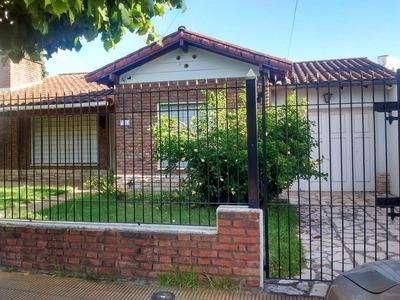 Hermosa Casa En El Centro De General Pacheco. Amplio Terreno