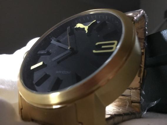 Relógio Puma, Mostrado Gigante, Fundo Preto,