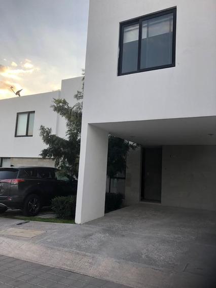 Casa En Renta En El Refugio, 3 Rec., 2.5 Baños, Alberca.