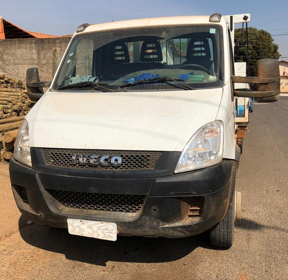 Iveco Daily 70c16 - 2011 - 4x2 - Chassi - R$ 48.000,00