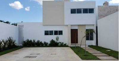 Residencia En Privada Magnolia Zona Norte Cerda De Altabrisa Con Alberca.