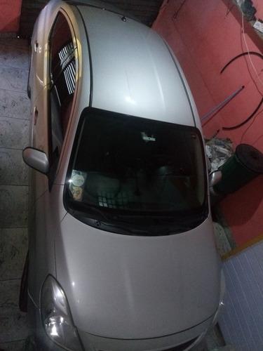 Imagem 1 de 5 de Nissan Versa 2013 1.6 16v Sv Flex 4p
