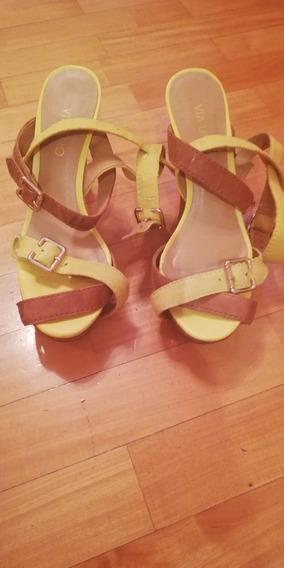 Sandalias Color Amarillas Y Marrones. Taco Alto.