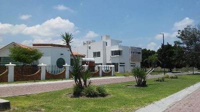 Hermosa Residencia En Venta En Las Trojes, 5 Recámaras, 5 Baños 2 Salas, Jardín.