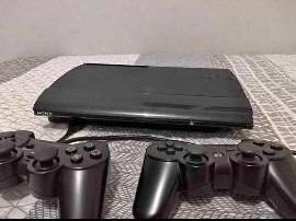 Playstation 3 Com 2 Controles Com Quase 500 Jogos