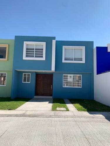 Casa De 2 Niveles En Fraccionamiento Privado