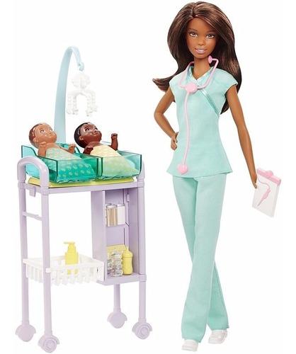 Boneca Barbie Pediatra Negra Médica Com 2 Bebês Skipper Top