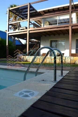 Casa En Punta Piedras, 5 Dormitorios *- Ref: 3581
