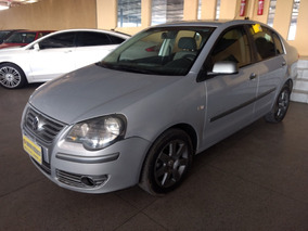 Volkswagen Polo Sedan 1.6 Comfortline Total Flex 4p