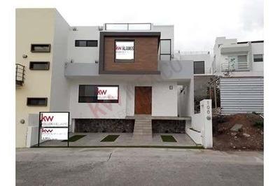 Amplia Y Hermosa Casa En Privada Pitahayas, Del Fraccionamiento Zibatá