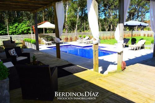 Exclusiva Y Lujosa Casa En Pinares De Punta Del Este, Un Entorno De Ensueño- Ref: 139