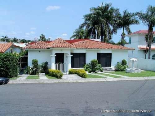 En Venta O Renta Bonita Casa Con Cuatro Recamaras Y Amplio