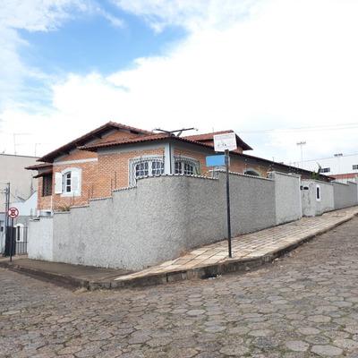 Casa Para Venda No Alto Pero Em Três Corações - Mg - 143