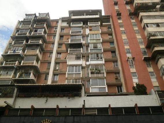 Cr Apartamentos En Ventas. Urb La Candelaria Mls 20-20549
