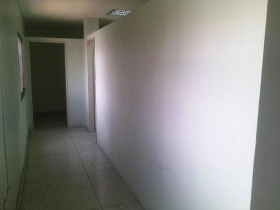 Oficina En Alquiler Este Barquisimeto 21-4500 Jcg