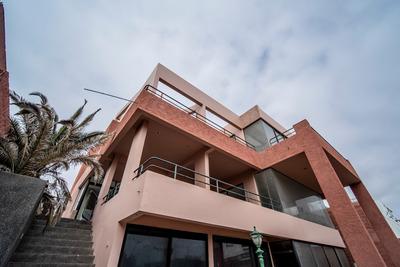 Hermosa Casa Comercial Con Vista Al Mar En Avenida Arturo Prat