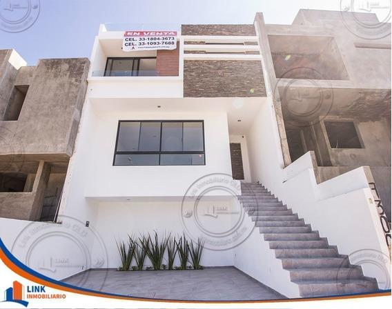 Casa En Venta Cerca Del Iteso, Uvm Y Plaza Las Fuentes