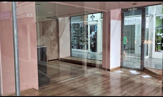 48 E/ 7 Y 8 La Plata. Local Comercial En Alquiler