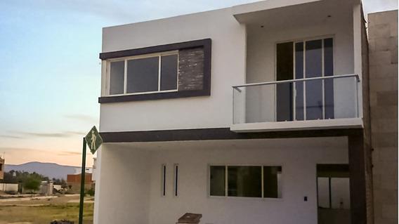 Hermosa Casa En Fraccionamiento Privado Maderas
