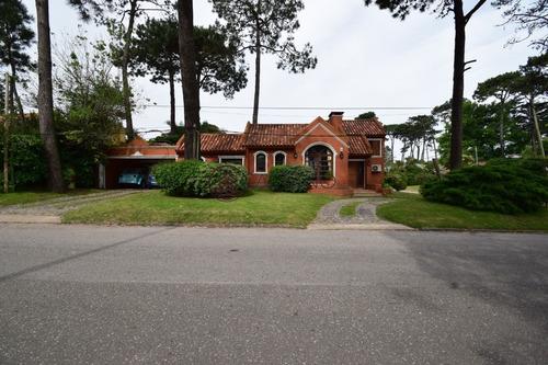 Casa Con Piscina Muy Cómoda, Ideal Para Veranear!!- Ref: 571