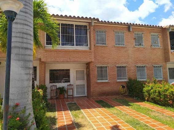 Townhouse En Venta En Tzas. De Buenaventura Guatire 20-10784