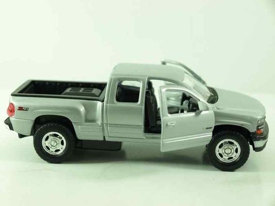 Camioneta Chevrolet Silverado 1999 Coleccion Esc1:38 Metal