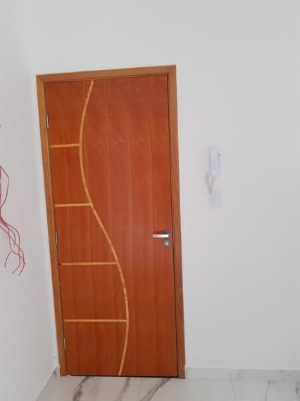 Cobertura 2 Quartos (uma Suíte), Sala, Cozinha, 1 Vaga