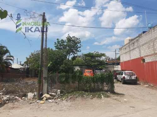 Venta Terreno Ampliación Santa Elena Poza Rica Veracruz. Ubicado En La Calle Santa Regina Lote 12, El Terreno Cuenta Con Un Frente De 10 M., Por 20 M. De Largura, Dando Un Total De 200 M², Tiene Acce