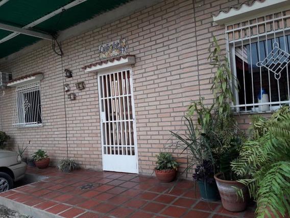Economica Casa En La Candelaria Maracay 19-7709