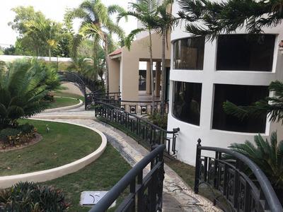 Casa De Venta Oportunidad En El Residencial Tomen Santiago