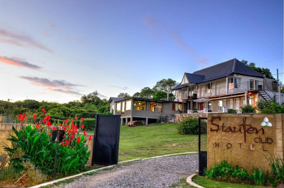 Staufen Club Hotel Con Vistas Panorámicas Al Lago Y A 150 Mts De Las Siete Cascadas De La Zona De La Falda