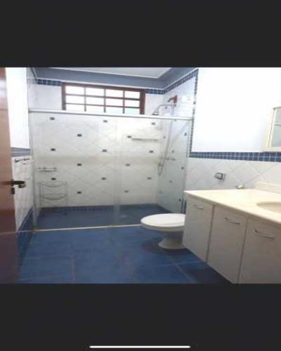 Vende-se Sobrado No Ribeirânia Com 3 Dormitórios, Sendo 2 Suítes, Piscina, Área Para Churrasco, Em Uma Ótima Localização, Próximo Ao Novo Shopping, Da - Kcca40002 - 68959190