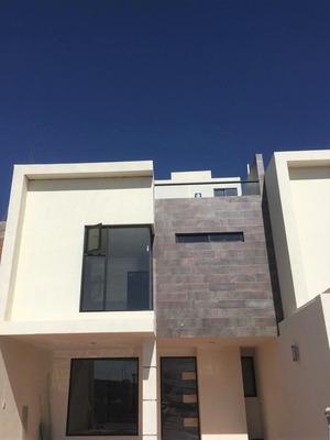 Hermosa Casa. ( Exelente Ubicacion Y Exelentes Acabados. )