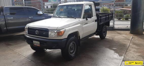 Toyota Hembra Plataforma