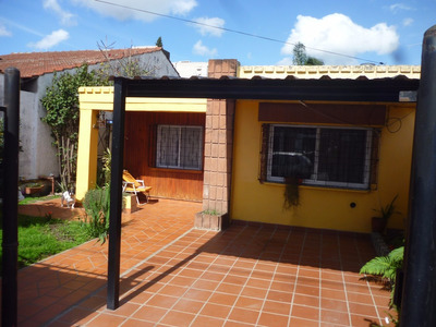 Casa A Mts De La Estación De Rafael Calzada