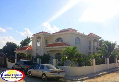 Casa Grande 4 Habitaciones En Higuey, República Dominicana
