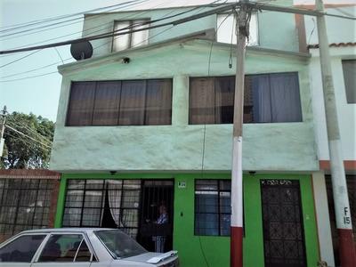 Se Vende Amplia Y Comercial Casa En La Avenida Gambetta.